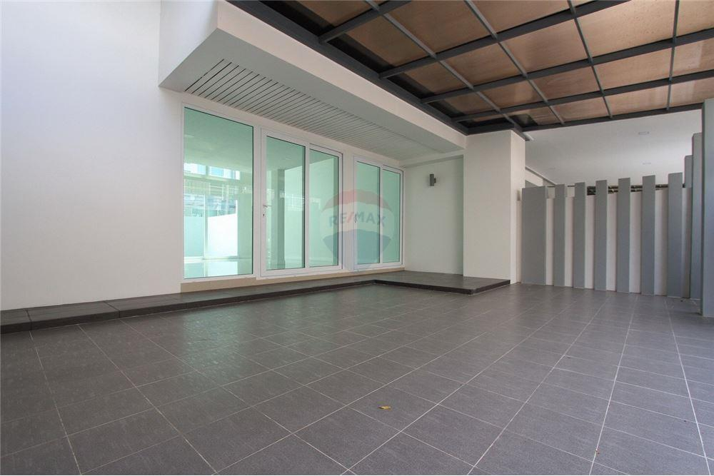 Lat Phrao Second hand single house condo for sale rent