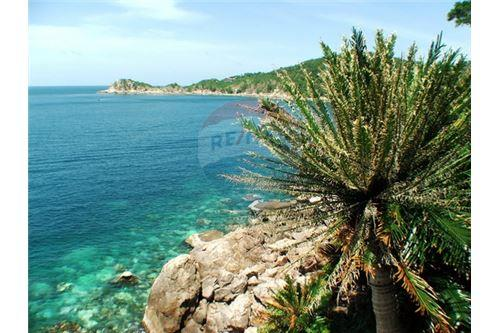 Beach front villa for sale in koh tao