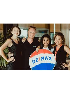 Agent  - Pattira Intarapong - RE/MAX Island Real Estate