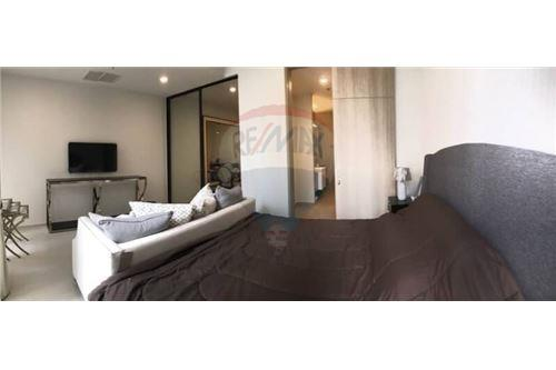 RE/MAX Properties Agency's 1 Bed for rent 50,000 baht/Month at Noble Ploenchi 8