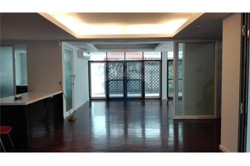 RE/MAX Executive Homes Agency's 4+1 beds House For Rent in Sukhumvit 71 3