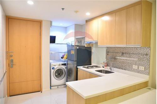 RE/MAX Executive Homes Agency's Nice 1 Bedroom for Rent Villa Asoke 5