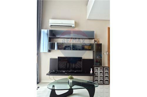 RE/MAX Executive Homes Agency's Spacious 1 Bedroom for Sale Villa Asoke 3