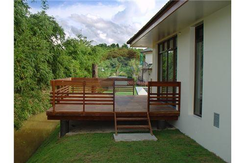 "RE/MAX Executive Homes Agency's ""Dok Bua"" 11.59 M in Baan Melanie plot G-7 21"