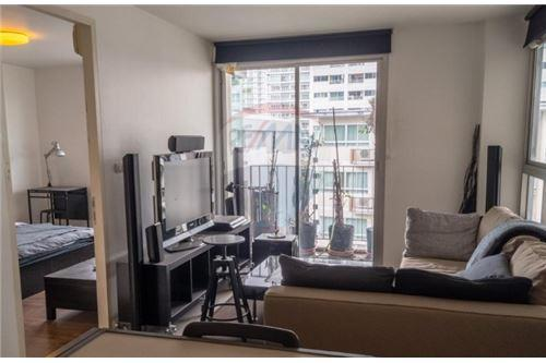 RE/MAX Executive Homes Agency's Spacious 1 Bedroom for Rent Clover Thonglor 1