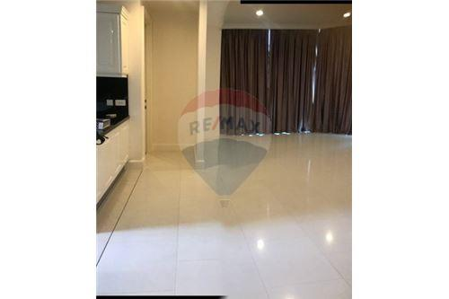 RE/MAX Executive Homes Agency's Spacious 3 Bedroom for Rent Royce Residence 4