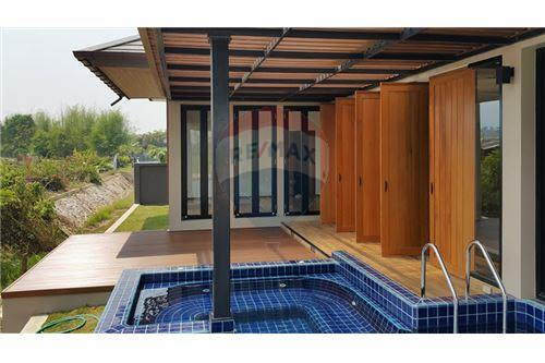 "RE/MAX Executive Homes Agency's ""Baan Bangkok""  7.75M in Baan Melanie plot K-5A 4"