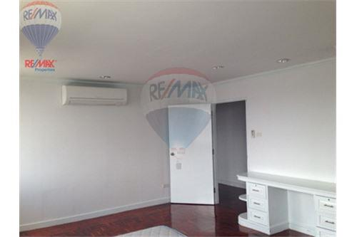 RE/MAX Properties Agency's FOR SALE/RENT D.S. Tower 2Sukhumvit 39 2BED 120SQM 3