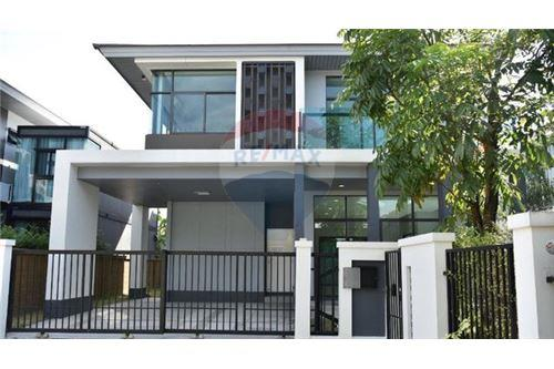 RE/MAX Executive Homes Agency's Nice 4 Bedroom for Sale Setthasiri Pattanakarn 9