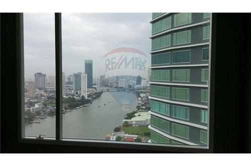 RE/MAX Executive Homes Agency's Spacious 4 Bedroom for Sale Menam Residence 7