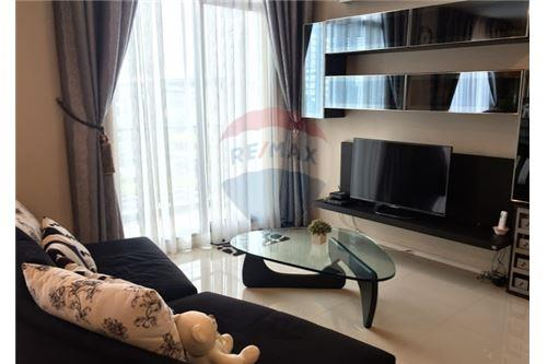 RE/MAX Executive Homes Agency's Spacious 1 Bedroom for Sale Villa Asoke 1