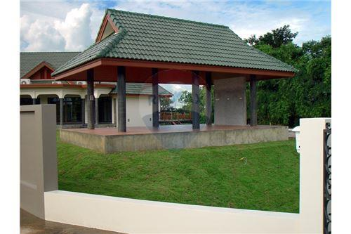 "RE/MAX Executive Homes Agency's ""Dok Bua"" 11.59 M in Baan Melanie plot G-7 14"
