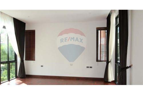 RE/MAX Executive Homes Agency's House with private pool near BTS Phrompong 8