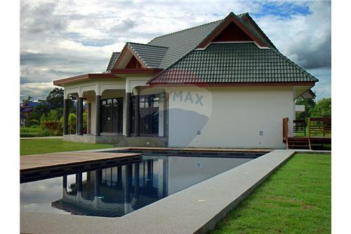 "RE/MAX Executive Homes Agency's ""Dok Bua"" 11.59 M in Baan Melanie plot G-7 31"