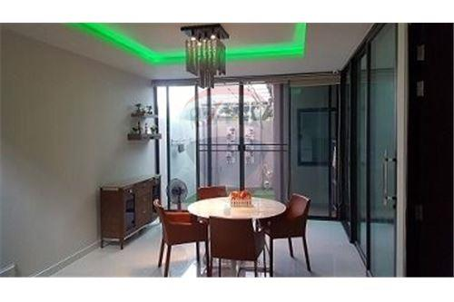 RE/MAX Executive Homes Agency's Nice 4 Bedroom for Sale Parklane Ekamai 22 3