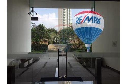 RE/MAX Properties Agency's FOR SALE  THE RIVER    2 BED 78SQM 19