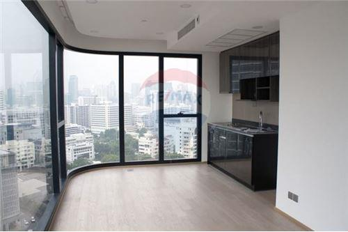 RE/MAX Executive Homes Agency's Spacious 2 Bedroom for Sale Ashton Chula Silom 2
