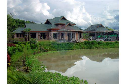 "RE/MAX Executive Homes Agency's ""Dok Bua"" 11.59 M in Baan Melanie plot G-7 13"