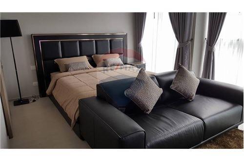 RE/MAX Properties Agency's 1 bed high floor for rent 50,000 Baht!!! 2