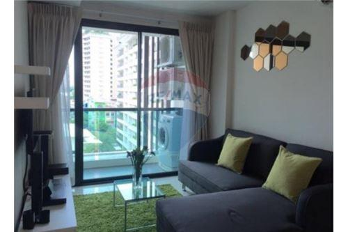 RE/MAX Executive Homes Agency's Spacious 1 Bedroom for Rent Le Cote Thonglor 1