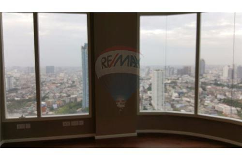 RE/MAX Executive Homes Agency's Spacious 4 Bedroom for Sale Menam Residence 4