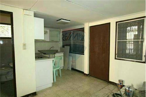 RE/MAX Properties Agency's SALE Townhouse EKAMAI 12 41SQ.Wah 10