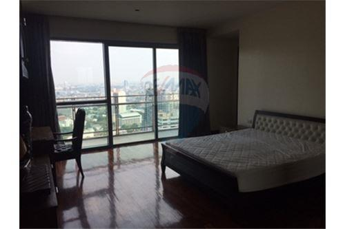 RE/MAX Properties Agency's FOR SALE  THE MADISON SUKHUMVIT 41   4BED 290SQM 3