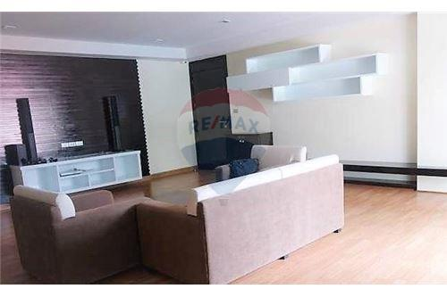 RE/MAX Executive Homes Agency's Lowrise Apartment for rent  2bed in sukhumvit 2