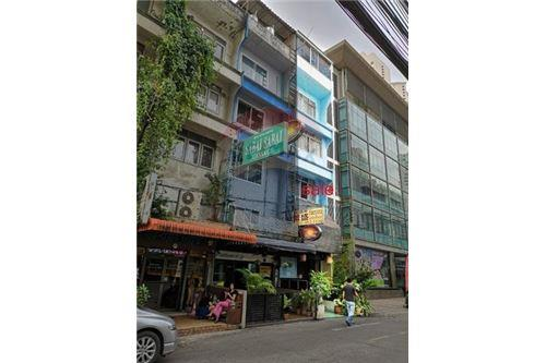 RE/MAX Executive Homes Agency's Shophouse for sale Sukhumvit 20 3