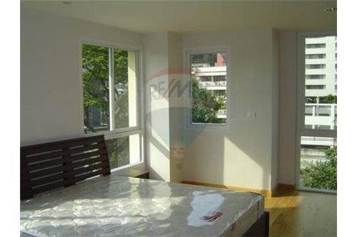 RE/MAX Properties Agency's 2bedrooms nice view Serene Place Sukhumvit 24 7