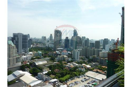 RE/MAX Properties Agency's Condo for Sale at Aguston Condominium sukhumvit 22 15