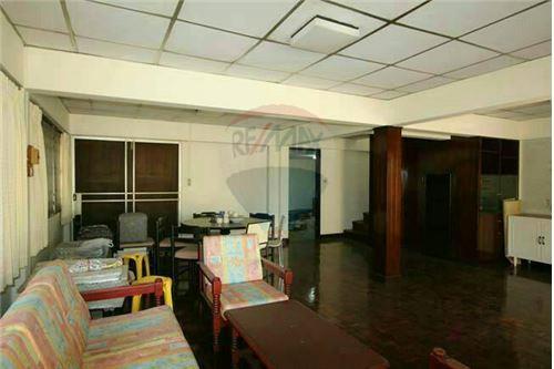 RE/MAX Properties Agency's SALE Townhouse EKAMAI 12 41SQ.Wah 6