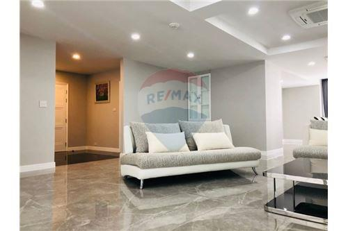 RE/MAX Executive Homes Agency's Condominium Sukhumvit soi 24 New Room !!! 3