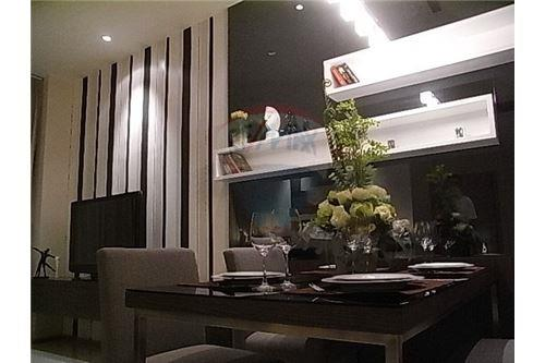 RE/MAX Executive Homes Agency's Spacious 1 Bedroom for Rent Emporio Place 9