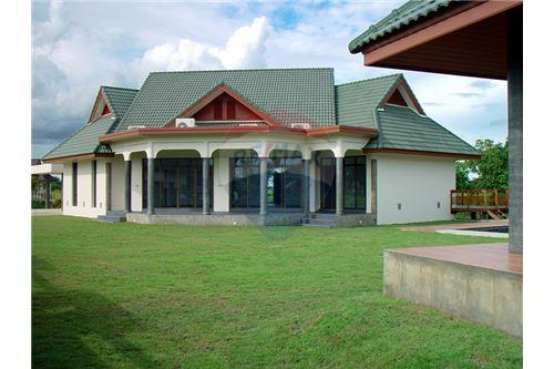 "RE/MAX Executive Homes Agency's ""Dok Bua"" 11.59 M in Baan Melanie plot G-7 6"