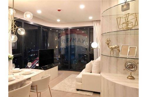 RE/MAX Properties Agency's RENT Condo Ashton Chula-Silom 2BED 55SQM. 1