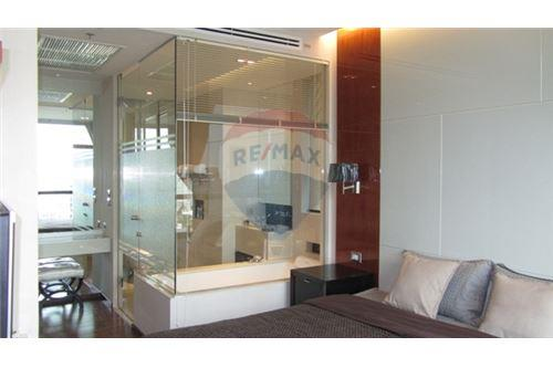 RE/MAX Properties Agency's RENT The Address Sukhumvit 28 2BED 66SQM. 5