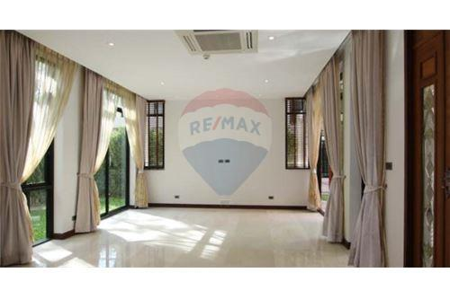 RE/MAX Executive Homes Agency's House with private pool near BTS Phrompong 3