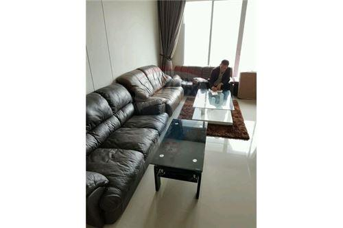 RE/MAX Executive Homes Agency's Nice 2 Bedroom for Sale Circle Petchburi 1