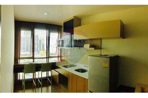 RE/MAX Executive Homes Agency's Nice 1 Bedroom for Sale Rhythm Sathorn 4
