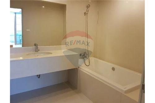 RE/MAX Executive Homes Agency's Lovely 2 Bedroom for Sale Chamchuri Square 7