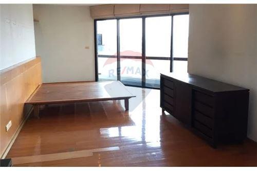 RE/MAX Executive Homes Agency's Spacious 2 Bedroom for Sale Salinatara Condo 2