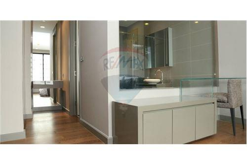 RE/MAX Executive Homes Agency's Condo For Rent M silom near BTS Chong Nonsi 6
