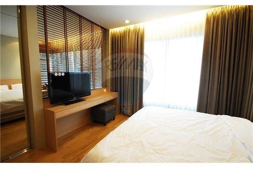 RE/MAX Executive Homes Agency's Lovely 1 Bedroom for Rent Emporio Place 4