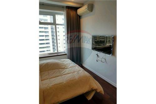 RE/MAX Executive Homes Agency's Nice 2 Bedroom for Sale Circle Petchburi 3