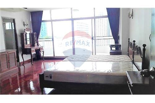 RE/MAX Executive Homes Agency's Newly Renovated Condo For Rent Near Asoke BTS/MRT 7