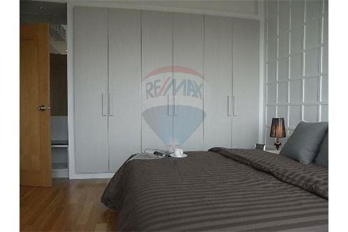 RE/MAX Executive Homes Agency's Spacious 1 Bedroom for Rent Emporio Place 5