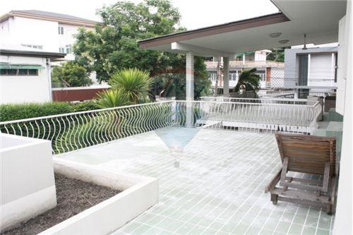 RE/MAX Executive Homes Agency's Single House with Pool Located on Sukhumvit 71 13