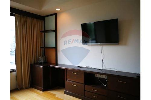 RE/MAX Executive Homes Agency's Spacious 3 Bedroom for Rent Prive by Sansiri 2