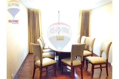 RE/MAX Properties Agency's FOR SALE PRESIDENT PARK HARBOUR VIEW  3BED 223SQM 8